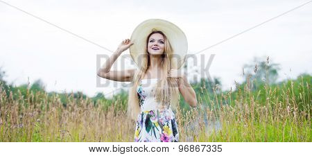 Beauty  women  in a straw hat alone with nature, freedom concept.