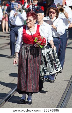 ZURICH - AUGUST 1: Swiss National Day parade on August 1, 2012 in Zurich, Switzerland. Woman in a historical costume.