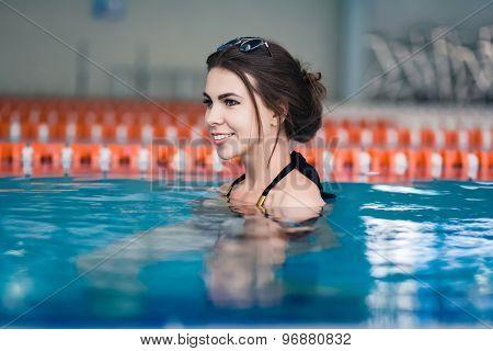 Sexy woman  of swimming pool