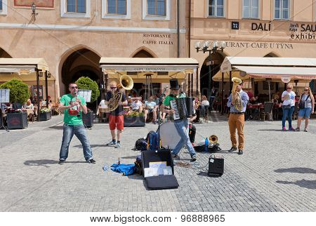 Street Band Circus Problem In Prague