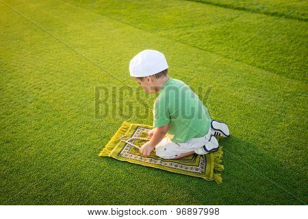 Muslim little kid praying
