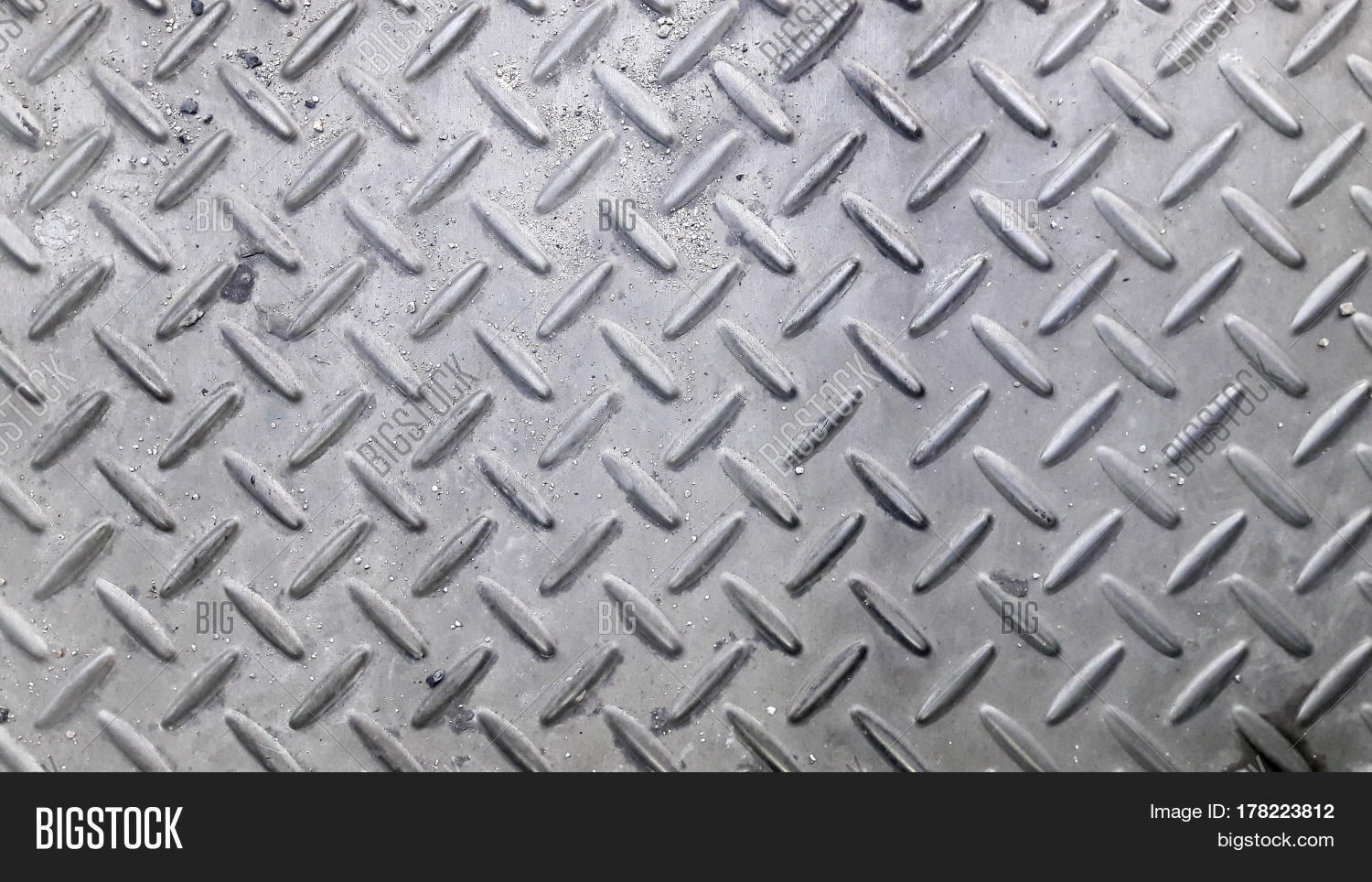 Silver Color Metal Jali Pattern : Silver color non slip metal floor pattern and texture