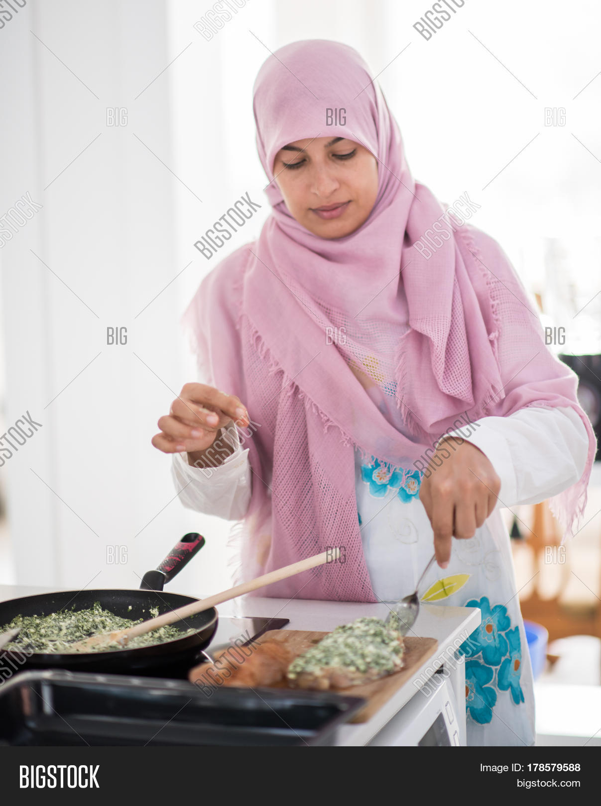 big creek single muslim girls A single man in dubai: dating dos and dont's single people with money to spend and free time to fill in dubai hospitality is big business here.