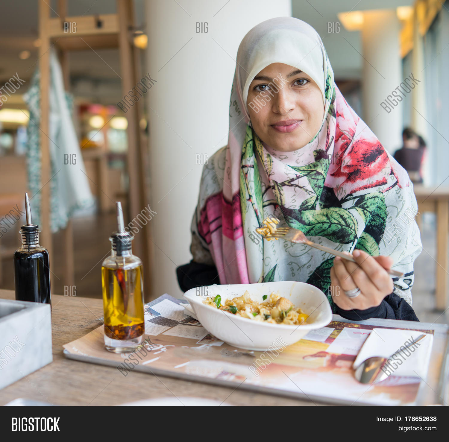 rest muslim girl personals Start meeting singles in travelers rest today with our free online personals and free travelers rest chat i'm not the girl for travelers rest muslim.