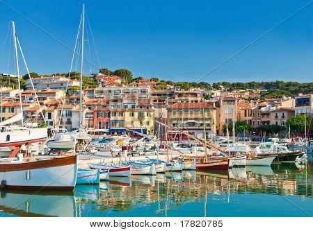 die Stadt am Meer von Cassis an der französischen riviera