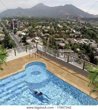 Mädchen Schwimmen die einen Dach-Penthouse-Pool. Foto-Retusche-3d Illustration verwendet.