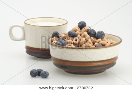 Cereal With Blueberry And Milk