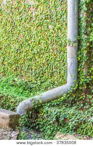 Aluminum rain gutter