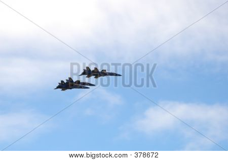 4 Blue Angels Split Formation