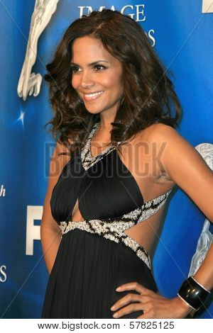 Halle Berry in the press room at the 40th NAACP Image Awards. Shrine Auditorium, Los Angeles, CA. 02-12-09