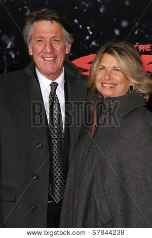 Stephen Macht and wife Suzanne   at the Los Angeles Premiere of 'The Spirit'. Grauman's Chinese Theatre, Hollywood, CA. 12-17-08