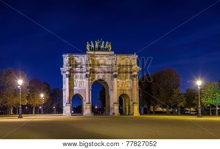 Triumphal Arch de Carrousel at night