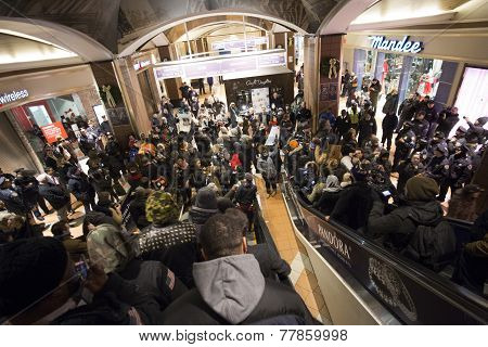 Activists fill Atlantic Ave Mall