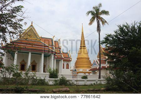Place of worship at Wat Barommavong Eitsara vararam