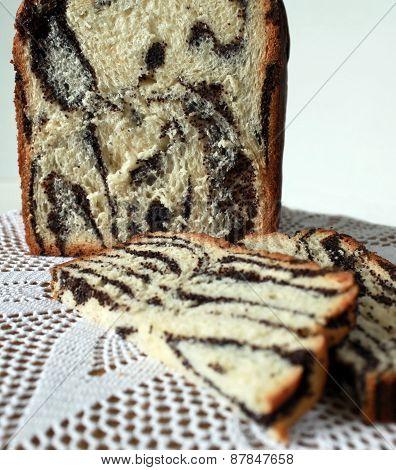 cut off  papaverous cake