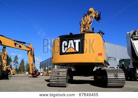 Cat 320E Hydraulic Excavator On A Yard