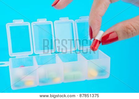 Filling pill organizer