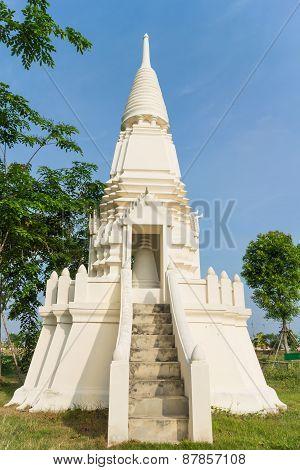 white stupa under sunlight