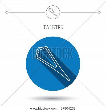 Medical tweezers icon. Cosmetic equipment sign.