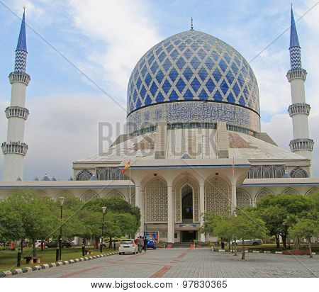 the main mosque in Shah Alam