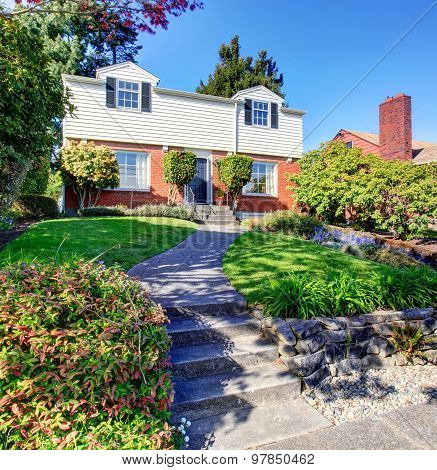 Great Northwest Home With Brick Exterior, And Walkway.