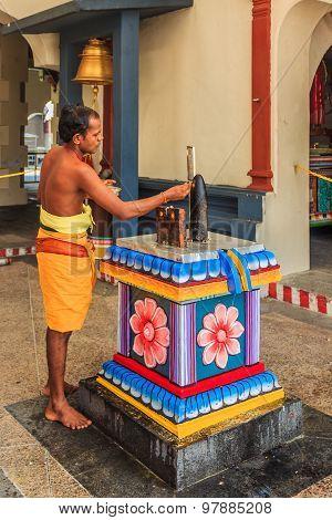 Sri Mariamman Hindu Temple Worshiper