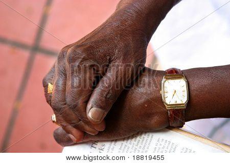 Hände der alten Mann