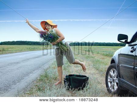 La mujer que viajan de un dispositivo autoblocante