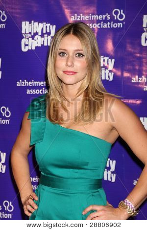 LOS ANGELES - JAN 13:  Julianna Guill arrives at  the