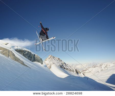 Springen Skifahrer