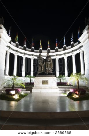 Rotunda Malecon 2000