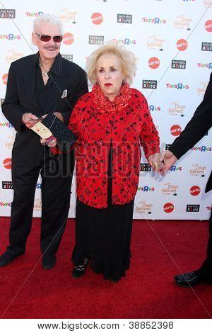 LOS ANGELES - OCT 27:  Doris Roberts arrives at