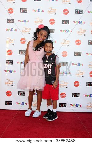 LOS ANGELES - OCT 27:  Yara Shahidi, Sayeed Shahidi arrives at