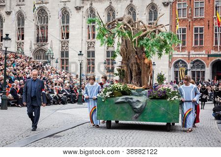 BRUGES, BELGIUM - MAY 17: Annual Procession of the Holy Blood on Ascension Day. Locals perform  dramatizations of Biblical events - Cain and Abel. May 17, 2012 in Bruges (Brugge), Belgium