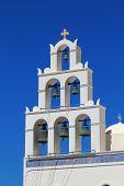 Постер, плакат: Белая колокольня церкви Святой Ирины Ия Санторини Греция