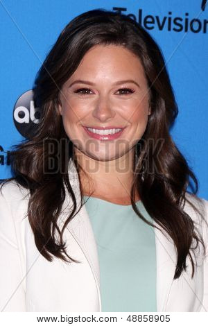 LOS ANGELES - AUG 4:  Katie Lowes arrives at the ABC Summer 2013 TCA Party at the Beverly Hilton Hotel on August 4, 2013 in Beverly Hills, CA