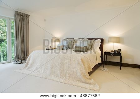 View of a spacious and tidy bedroom