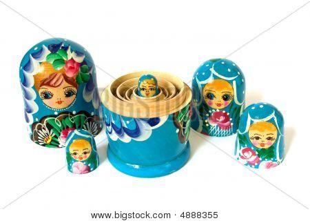 Bonecas russas em fundo branco