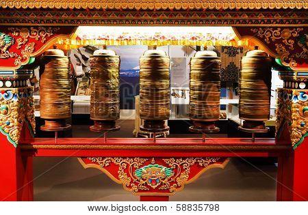 Spinning tibetan mantra