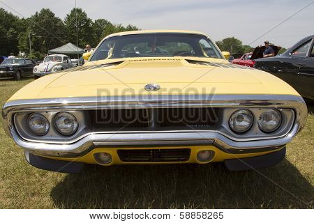 Yellow Plymouth Road Runner 440-8 Front View