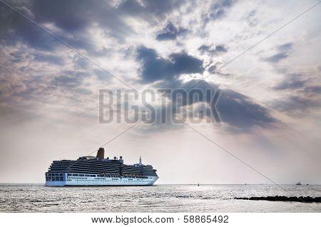 Cruise In India
