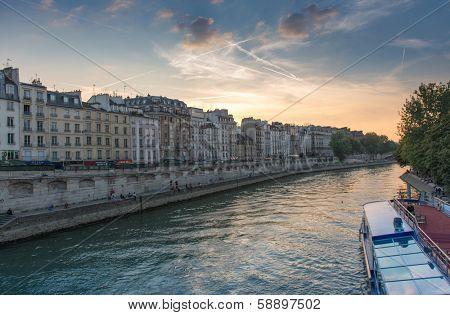 Paris rive taken from the Seine