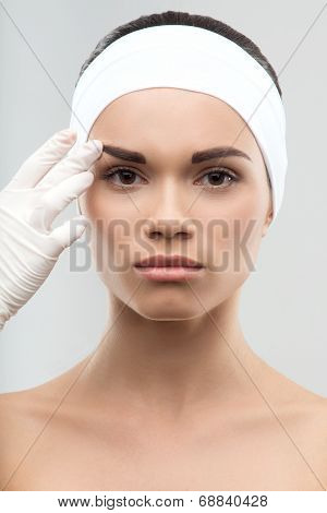 Measuring the correct proportion of eyebrows. Plastic surgery co