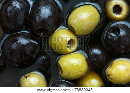 Mixed black and green olives