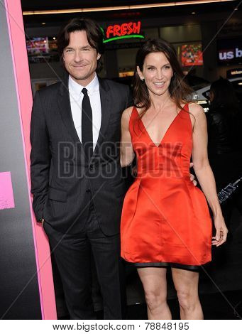 LOS ANGELES - NOV 20:  Jason Bateman & Amanda Anka arrives to the