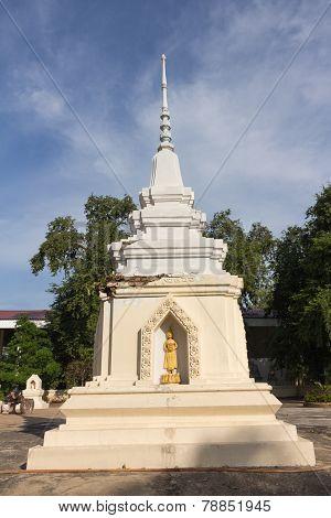 the old pagoda at Wat Ban Ma