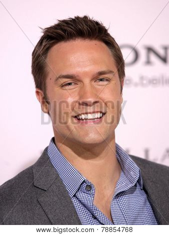 LOS ANGELES - FEB 06:  SCOTT PORTER arrives to the 'The Vow' World Premiere  on February 06, 2012 in Hollywood, CA