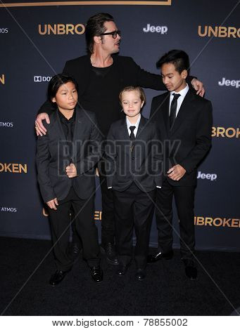 LOS ANGELES - DEC 15:  Brad PItt, Maddox Jolie-Pitt, Shiloh Jolie-Pitt and Pax Jolie-Pi arrives to the