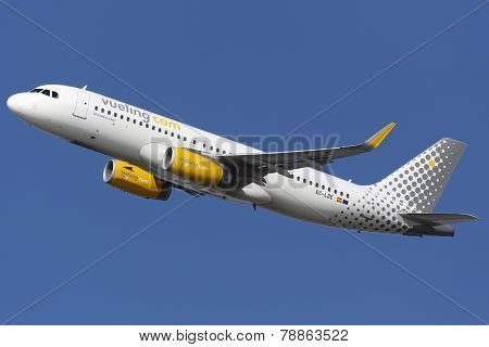 Vueling Airbus A320 Barcelona Airport