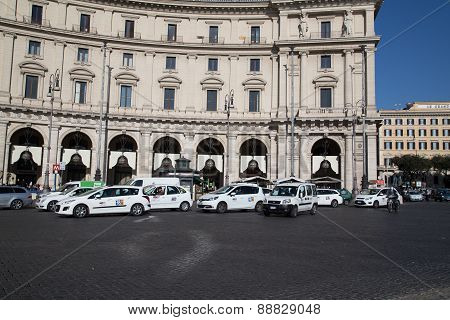 Large Amounts Of Taxi's In Rome